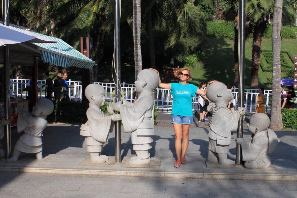 Китай Наньшань Статуи монахов