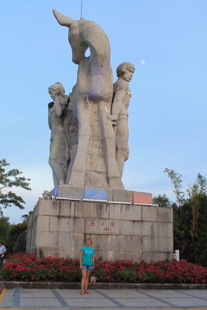 Олень повернул голову фото памятника