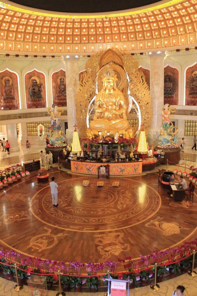 храм золотая богиня Гуаньинь