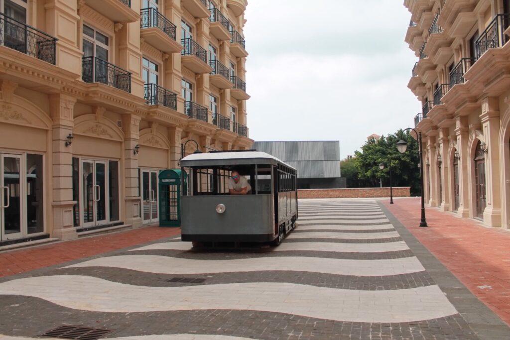 европейская улица ретро вагон