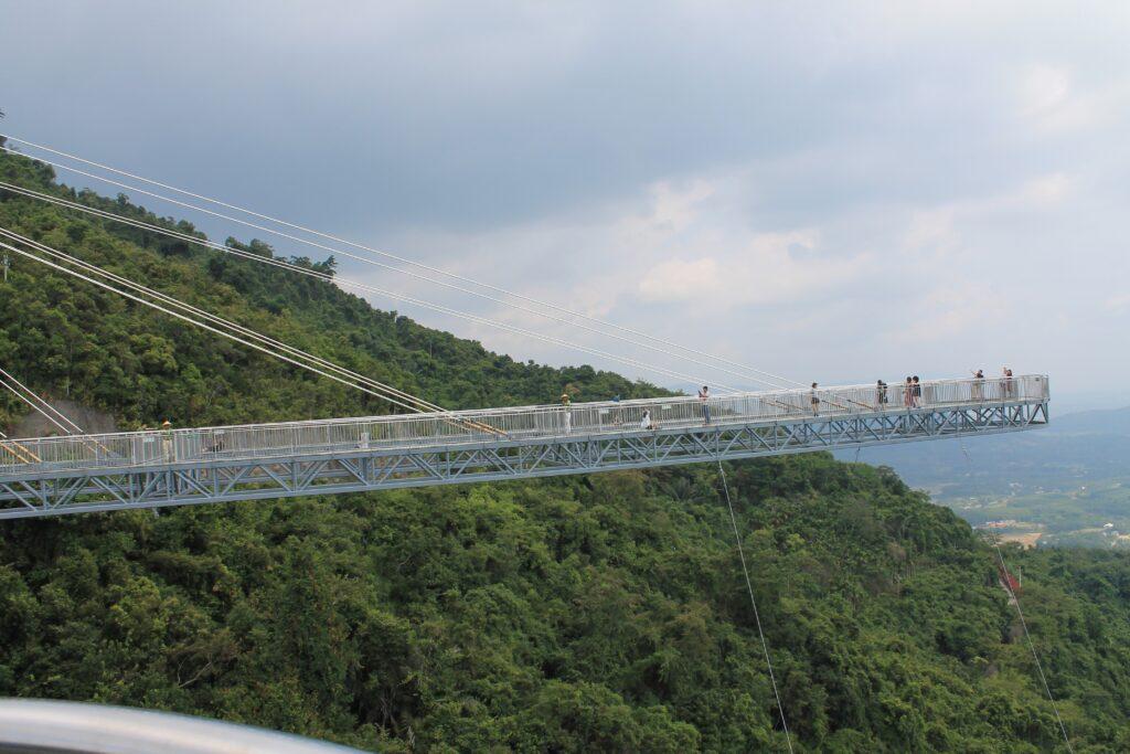 картинка стеклянный мост